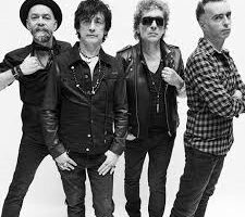 4 mężczyźni - członkowie zespołu Lady Pank na czarno-białej fotografii.
