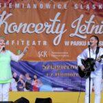 Na scenie muzycy zespołu Metrum Teresa Dzięcioł i Marek Halup, grający na gitarze. Foto Monika Bilska