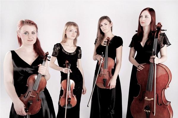 Na zdjęciu artystki kwartetu smyczkowego Crystal String Quartet.