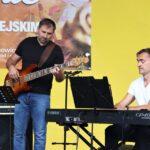 Na zdjęciu znakomici instrumentaliści - gitarzysta basowy Tomasz kańtoch i pianista Adam Niedzielin. Foto Monika Bilska