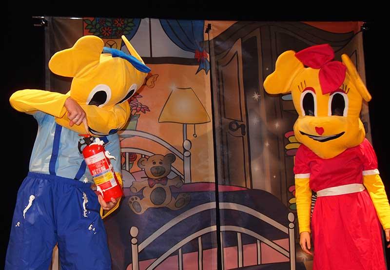 na zdjęciu bohaterowie spektaklu dla dzieci - Pagonek i Gusia