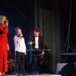 Rodzina Wantuła podczas wykonywania koncertu świąteczno-karnawałowego na scenie SCK- Bytków