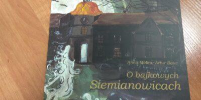 Zbliżenie na okładkę książki O bajkowych Siemianowicach, która będzie promowana podczas spotkania.