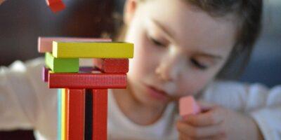 układające drewniane, kolorwe kolocki